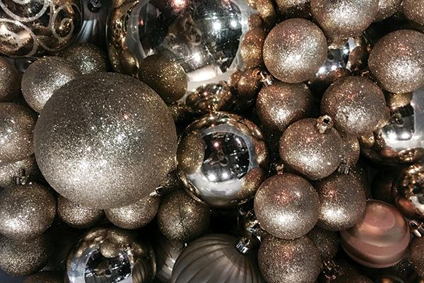 GOLD ASSORTED ORNAMENTS