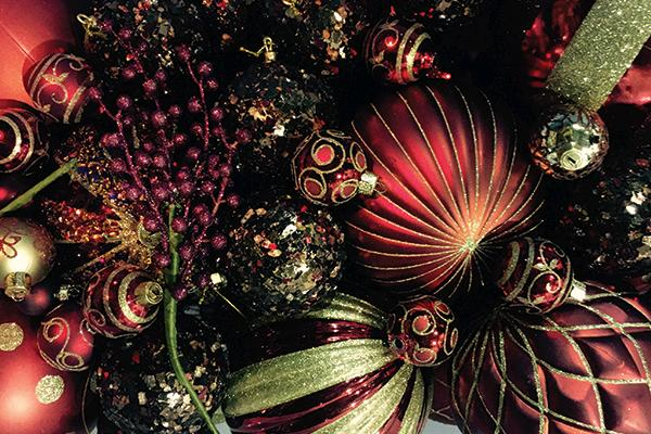 RED/GOLD ASSORTED ORNAMENTS