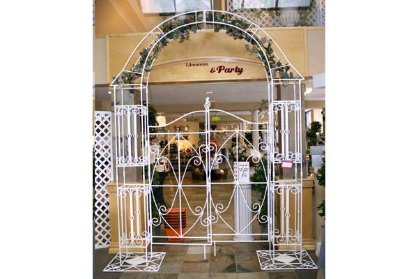 WHITE IRON ARCHWAY WITH GATE