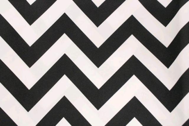 BLACK & WHITE CHEVRON POLY RUNNER, 120